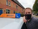 Sander Dekker (30) van rijschool I-Drive in Gorinchem werkt ook als chauffeur op een ambulance van de huisartsenpost. ,,Dus wie weet wat ik meeneem. Alles voor ieder zijn veiligheid.''