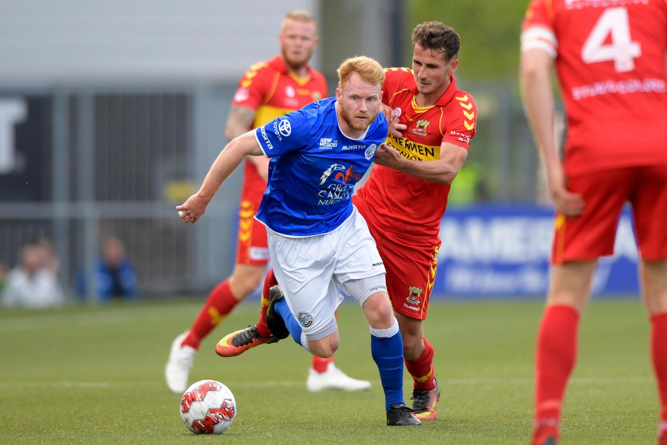 Jort van der Sande (l) in duel met Paco van Moorsel.