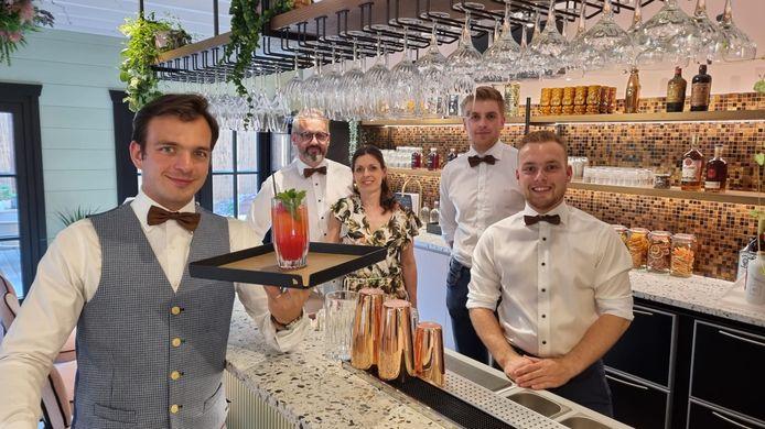 Hannes Desmedt van Wine Blend, Christof Thorrez, Nancy De Gryse, barman Laurens Bouten en uitbater Seppe Thorrez.