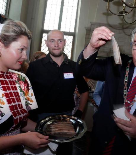 Haringparty met burgemeester Bruls en 'Schele Daan' levert 23.500 euro op