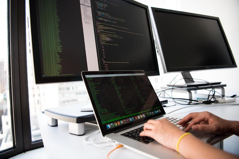 In de ICT-sector werken veel freelancers en hier is sinds de coronacrisis blijkbaar stevig op bespaard.