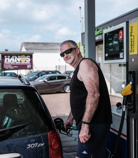 Nog nooit betaalden we zoveel voor een liter benzine: 'Van de zotte dat de prijzen net over de grens lager zijn'