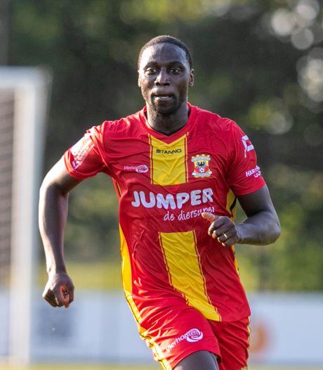 Geen veldspeler in de eredivisie is ouder dan Go Ahead Eagles-spits Mulenga: 'Ik wil een voorbeeld zijn voor anderen'
