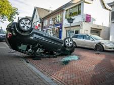Bestuurder komt met de schrik vrij bij bizar ongeluk in centrum Rheden