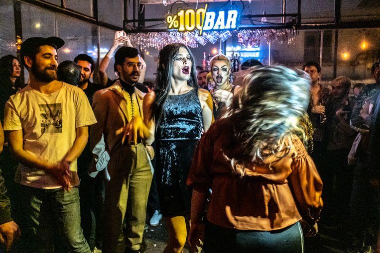 Dragshowavond in een lhbti-vriendelijke nachtclub in Istanbul.  Beeld Joris van Gennip
