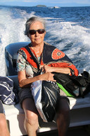 Jane Frieser tijdens een van haar verre reizen.