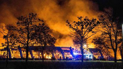 Brandweer rukt massaal uit voor vuurzee in voormalige Philips-gebouwen in Hasselt