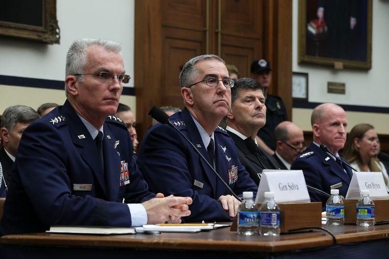 Paul Selva (l.) gisteren in het Amerikaanse Huis van Afgevaardigden. Beeld AFP