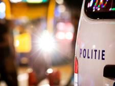 Politie zoekt naar man met wond in gezicht na steekpartij
