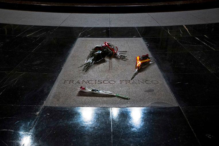 Het graf van Franco in de basiliek van de Valle de los Caídos. Beeld AP