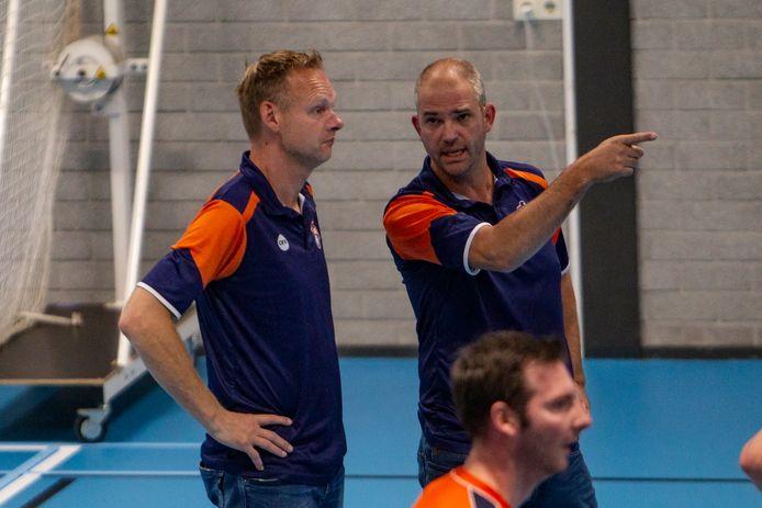 Ron Sparreboom (links) en Jeroen Jansen (rechts) zagen Avior vooral vechten tegen zichzelf, en minder tegen opponent VVH.