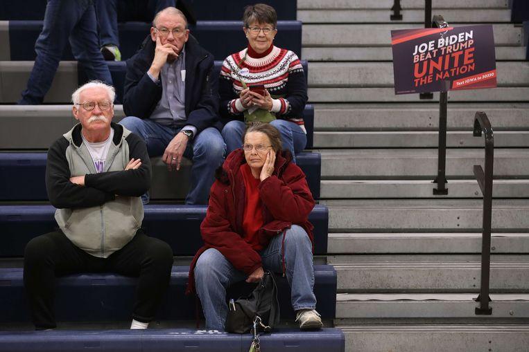 Bedrukte gezichten in Iowa, waar ze nog altijd geen resultaten hebben.