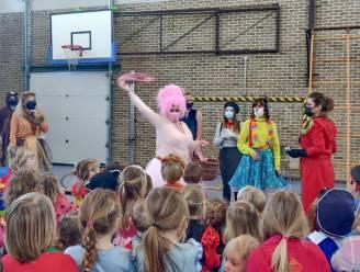 Vooral juffen en meesters moeten beste beentje voorzetten op carnavalsfeest in De Bosrank in Zingem