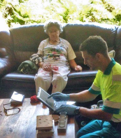 College aan tand gevoeld over verraderlijke stoeptegel na val 92-jarige: 'Waarom ligt die nog scheef?'