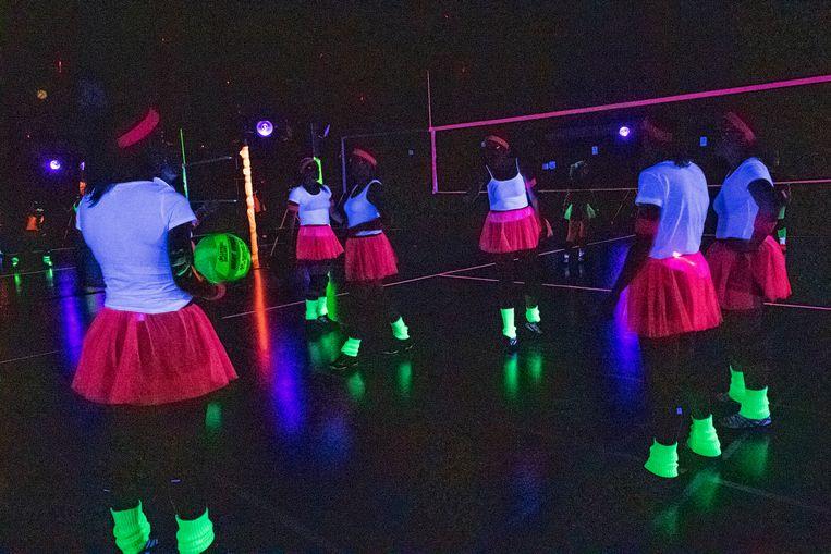 de volleybalclub van Staden organiseerde een allereerste blacklighttornooi van de provincie