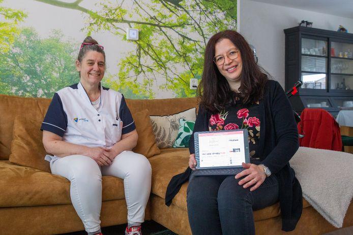 Esther van den Eventuin (l) en Tiana Greve zijn de drijvende krachten achter een platform op Facebook waar zorgmedewerkers ervaringen uitwisselen en elkaar ondersteunen.