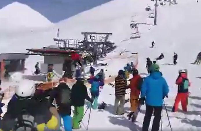 De op hol geslagen skilift in Gudauri.