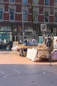 Toch een buitenmarkt op het Deliplein, politie grijpt in