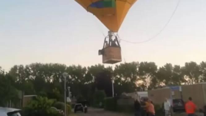 """Luchtballon maakt noodlanding midden in Nederlandse woonwijk: """"Ik dacht: hij gaat landen óp het flatgebouw"""""""