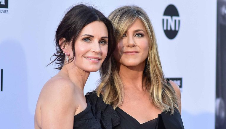 'Friends'-collega's Courteney Cox en Jennifer Aniston zijn nog steeds goeie vrienden.