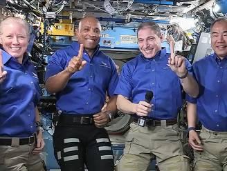 Vier astronauten geland op aarde na zes maanden in het ISS