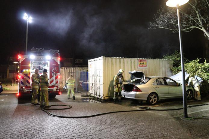 Mercedes uitgebrand in Utrechtse wijk Overvecht