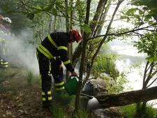 Brandweer blust bosbrandje in Kaatsheuvel... met een tuingieter