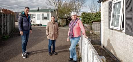 Tientallen gezinnen in recreatiewoningen dreigen op straat te worden gezet: 'Dit beleid is niet menselijk'