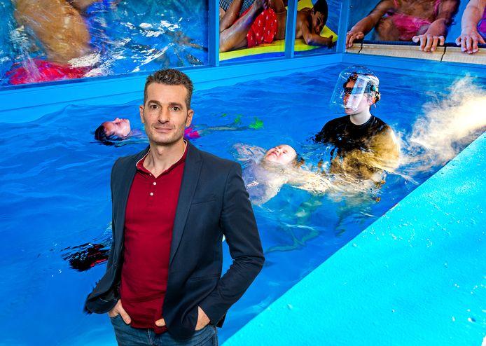 Zwemmen in een container in Heinenoord