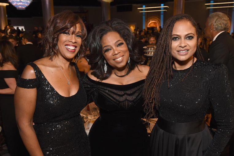 Oprah Winfrey (midden) met tv-persoonlijkheid Gayle King (links) en regisseur Ava DuVernay. Beeld Michael Kovac/Getty Images for Moet & Chandon