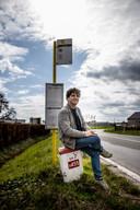 De bushalte waar Thomas Huyghe tijdens zijn tienerjaren jarenlang aan wachtte. Buslijn 62 bracht hem van Sente naar Eeklo.