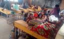 Congolezen die op de vlucht sloegen voor de uitbarsting in een klaslokaaltje in Rwanda.