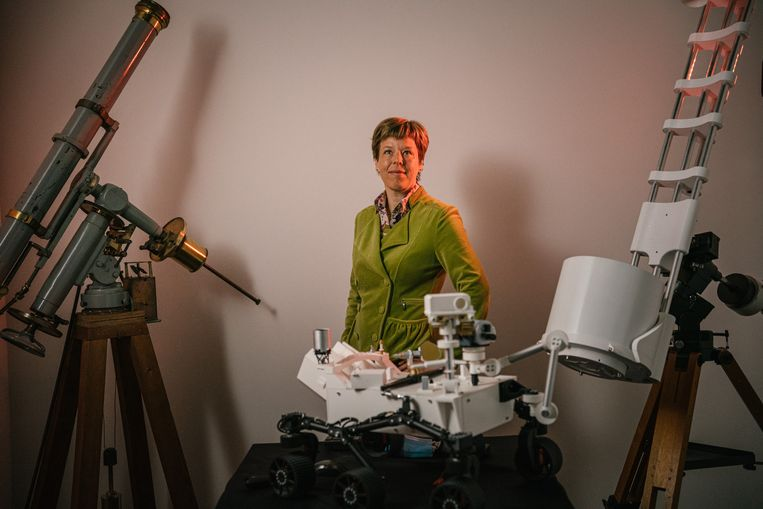 Sterrenkundige en piloot Nancy Vermeulen traint aspirant-astronauten. Beeld Wouter Van Vooren
