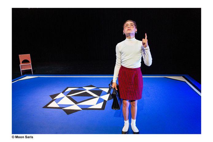 Lucas Siljée (13) uit Tilburg speelt in de voorstelling Reindier een moeder én haar zoon.