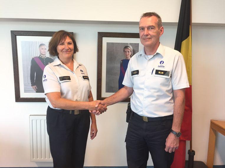 Huidig korpschef Yasmine Vanavermaete en toekomstig waarnemend korpschef Francis Van Hove.