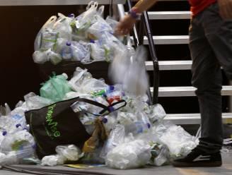Bedrijven leggen lat laag in strijd tegen plastic: zakjes in de supermarkt pas tegen 2022 verdwenen