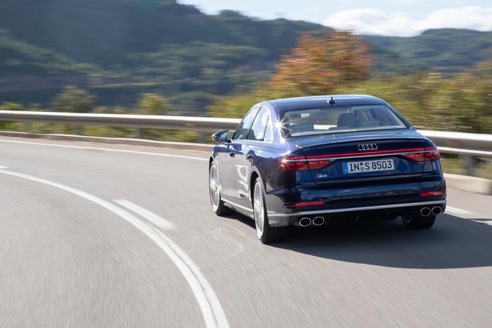 De nieuwe Audi S8: vier uitlaatpijpen in de achterbumper