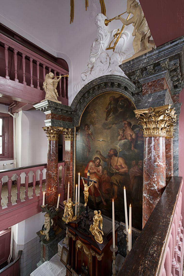 Het museum Ons' Lieve Heer op Solder aan de Oudezijds Voorburgwal in Amsterdam, met het altaarstuk van schilder Jacob de Wit.  Beeld Arjan Bronkhorst