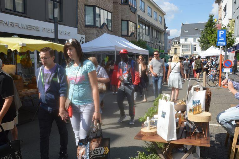 De jaarmarkt lokte veel volk naar de binnenstad.