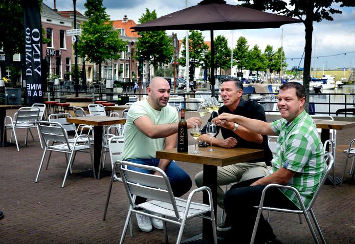 Drie ondernemers willen graag een terrassenplein op de Bierkade.