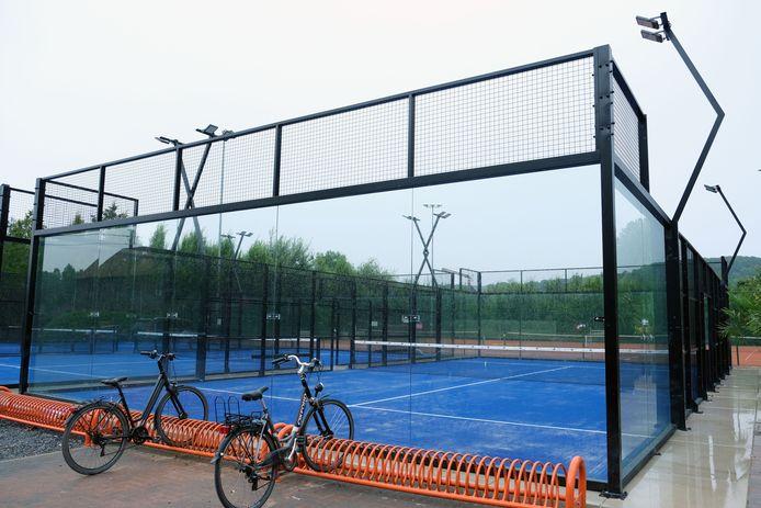 Alle terreinen zijn van panoramisch glas om het spelplezier te verhogen.