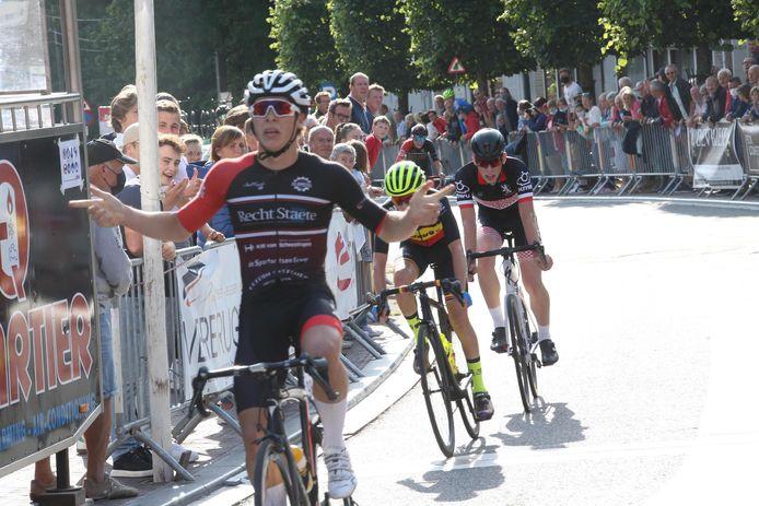 De finish donderdag in Bellegem van de vierdaagse voor nieuwelingen.