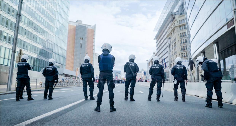 Agenten van de oproerpolitie in 'Flikken BXL' Beeld VTM