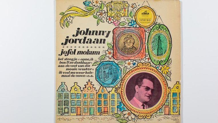 Chauffeur Peter Pols van de volkszanger Johnny Jordaan stelde een archief samen met verschillende spullen, waaronder een ingelijst portret van Johnny Jordaan en Tante Leen Beeld Bas Uterwijk