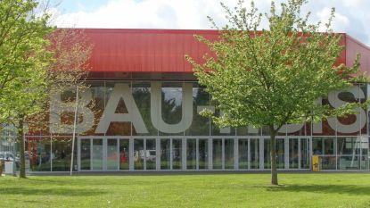 Uitgeverij Lannoo en boekhandel 't Onteindige Verhaal houden boekenmarkt in 't Bau-huis