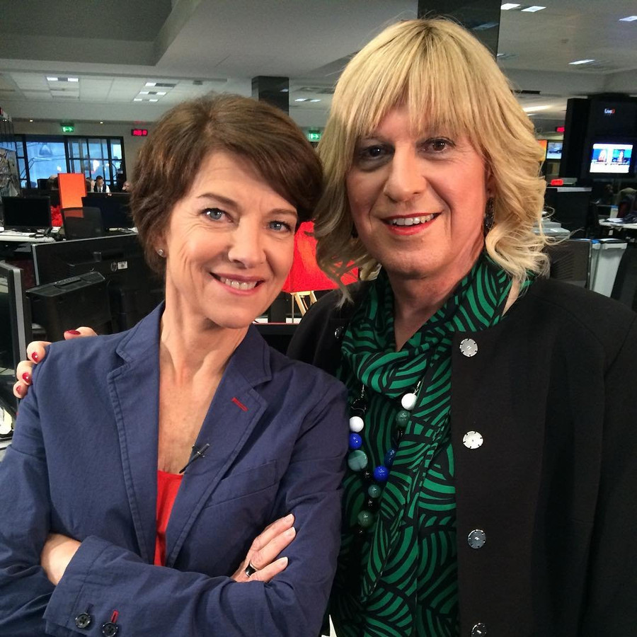 Bo Van Spilbeeck op een thema-avond voor transgenders. Presentatrice Marielle Fournier en haar camerateam hebben Bo in februari, voor haar vervrouwelijkende gezichtschirurgie, gevolgd op de redactie van VTM nieuws.