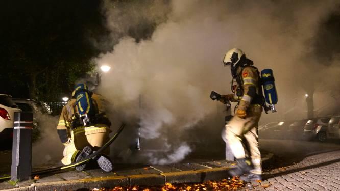 Brandweer blust brand in ondergrondse papiercontainer in Bunschoten
