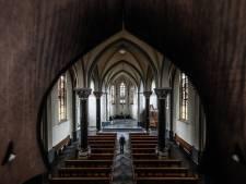 Rouwverwerking in een lege kerk