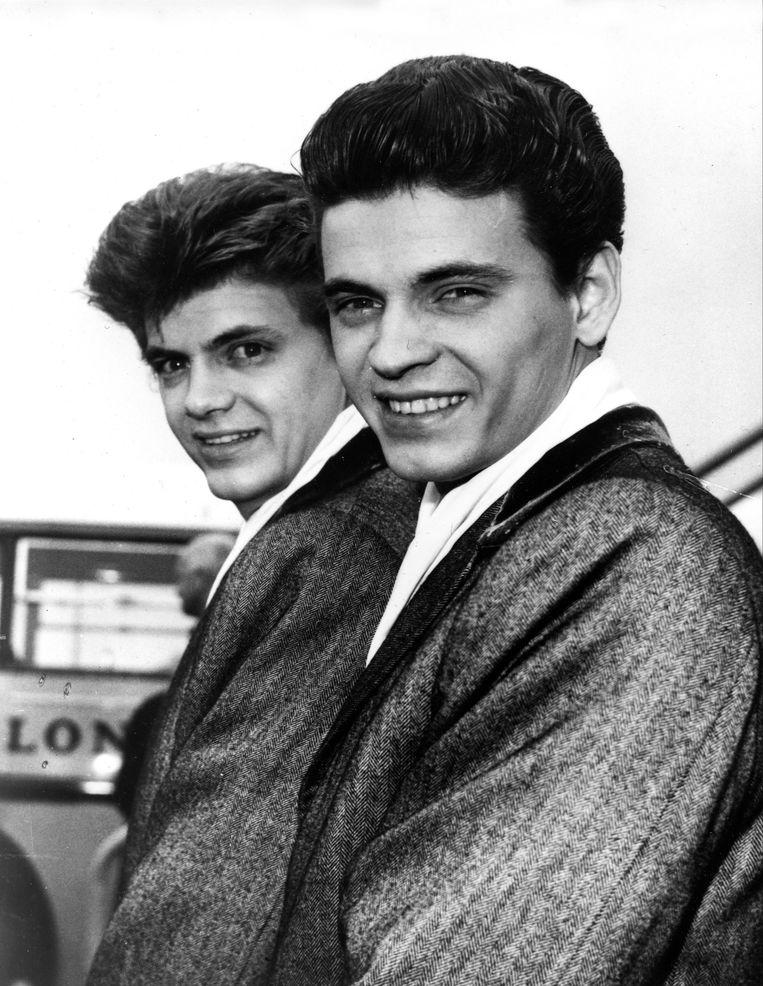 Don Everly (rechts) met zijn broer Phil. Beeld AP