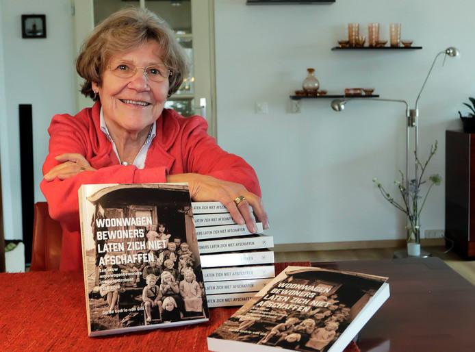 Etten-Leur : Gerda Godrie schreef boek over woonwagenbewoners.
